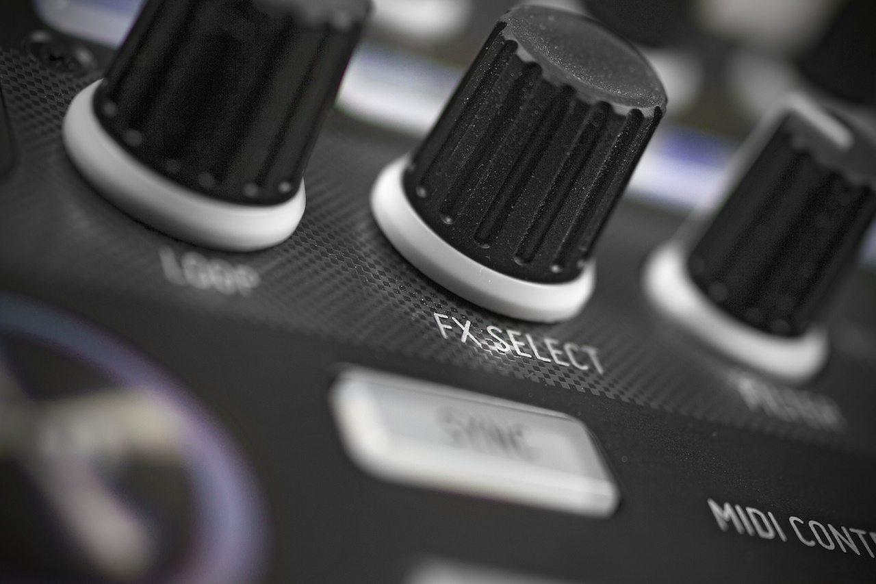 Zomo MC-1000 Controller Review 7