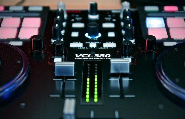 Vestax VCI-380 Serato ITCH DJ Controller review (14)