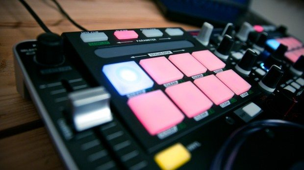 Vestax VCI-380 Serato ITCH DJ Controller review (11)