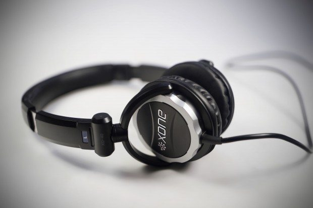 Allen &amp; Heath xone XD-40 DJ Headphones Review (13)