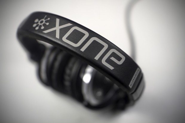Allen &amp; Heath xone XD-40 DJ Headphones Review (11)