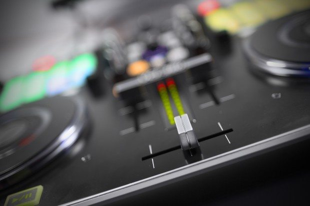 Vestax VCI-380 Serato ITCH DJ Controller review (23)