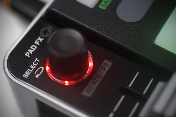 Vestax VCI-380 Serato ITCH DJ Controller review (5)