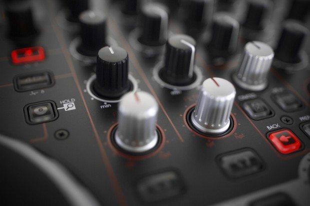 Reloop Terminal 4 Mix DJ Controller Review (23)