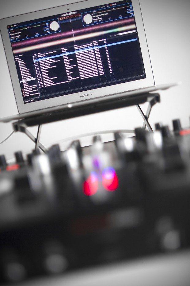 Reloop Terminal 4 Mix DJ Controller Review (21)