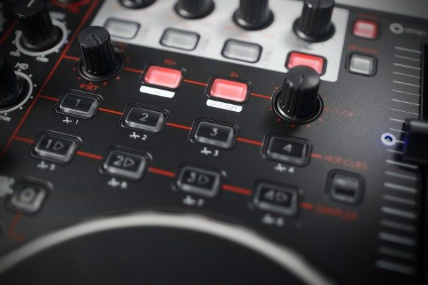Reloop Terminal 4 Mix DJ Controller Review (20)
