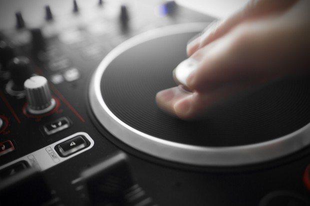 Reloop Terminal 4 Mix DJ Controller Review (19)