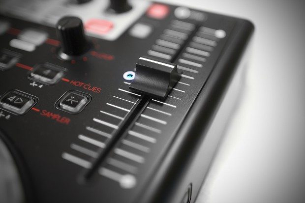 Reloop Terminal 4 Mix DJ Controller Review (18)