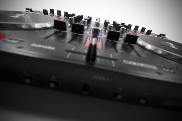 Reloop Terminal 4 Mix DJ Controller Review (12)