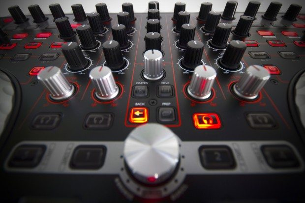 Reloop Terminal 4 Mix DJ Controller Review (11)
