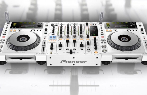 Pearly Pioneer Product – shiny white 850s