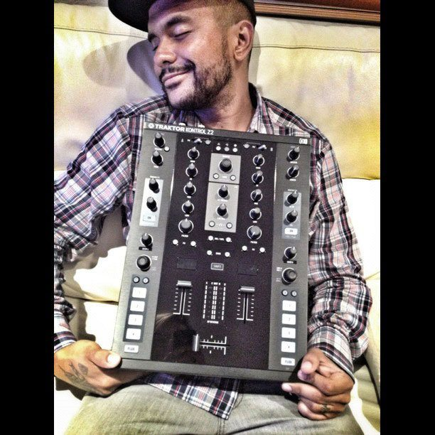 DJ Craze outs the Traktor Kontrol Z2