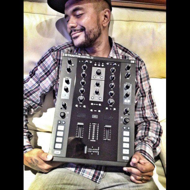 DJ Craze Traktor Kontrol Z2