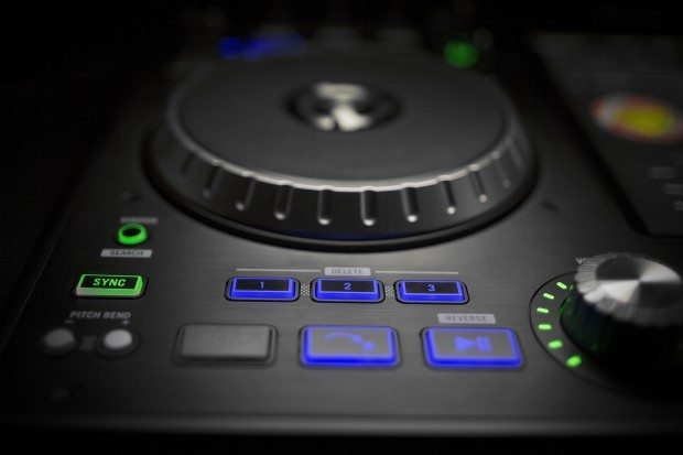 Numark IDJ Pro iOS iPad DJ Controller (15)