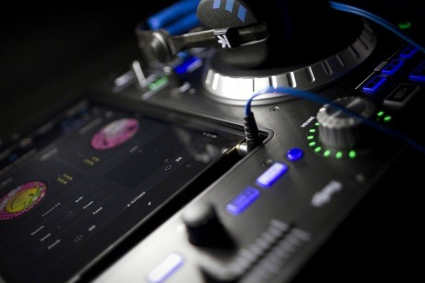 Numark IDJ Pro iOS iPad DJ Controller (7)