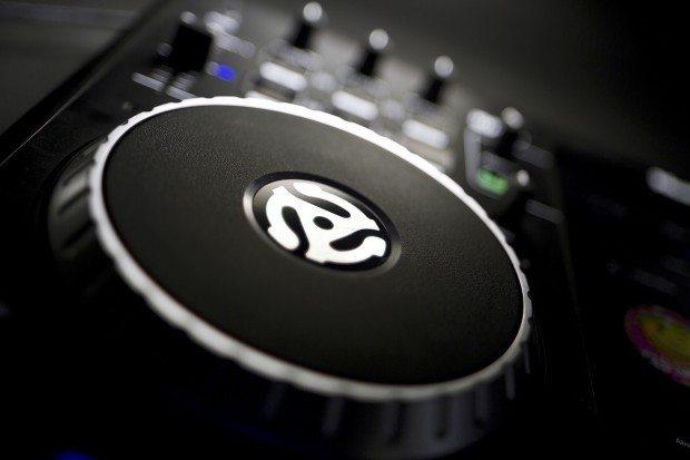 Numark IDJ Pro iOS iPad DJ Controller (5)
