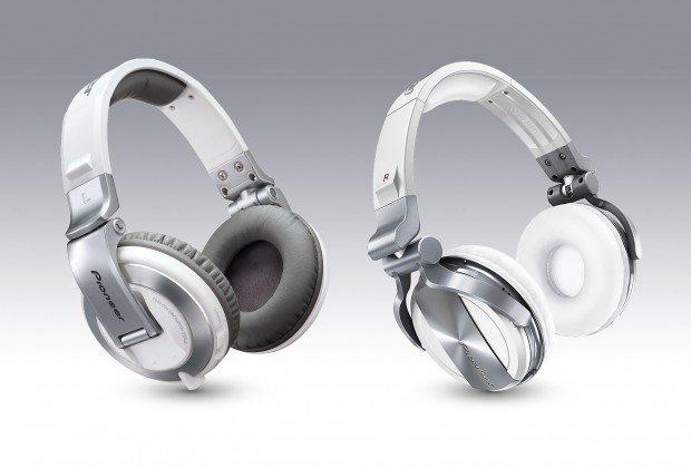 New shiny… err matte white Pioneer HDJ-2000 and 1500 headphones