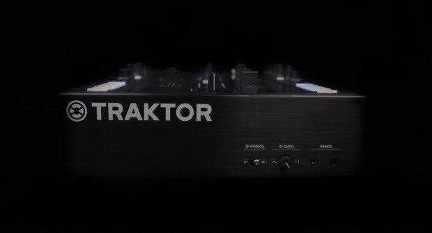 Native Instruments Kontrol Z2 mixer (1)