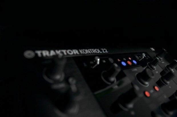 Native Instruments Kontrol Z2 mixer (2)