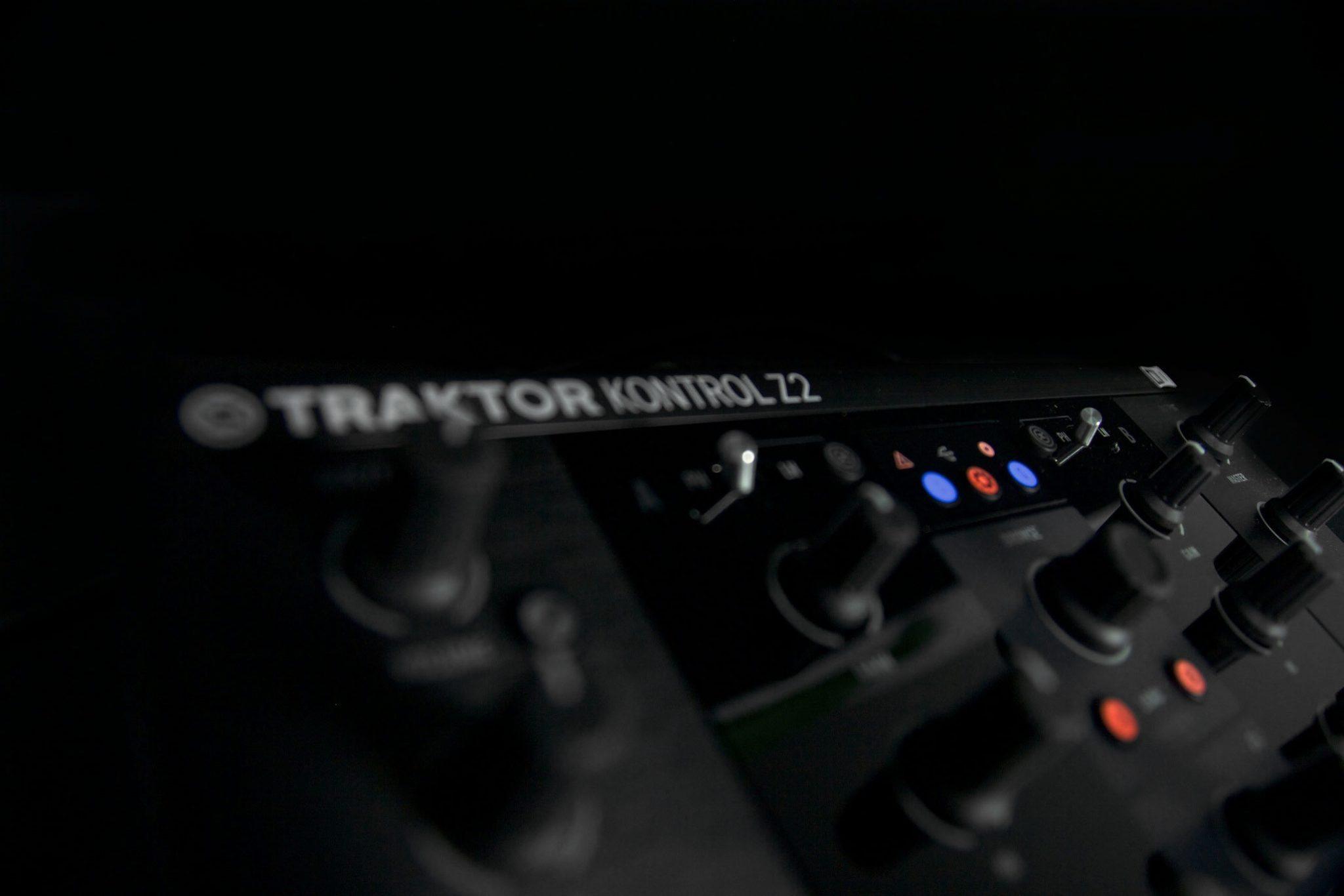 REVIEW: Native Instruments Traktor Kontrol Z2 Part 1 | DJWORX