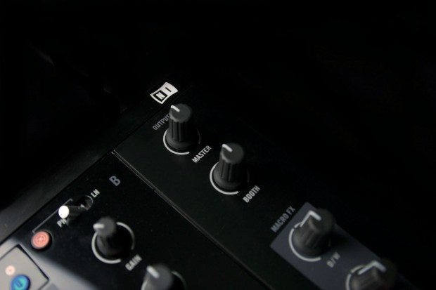 Native Instruments Kontrol Z2 mixer (20)