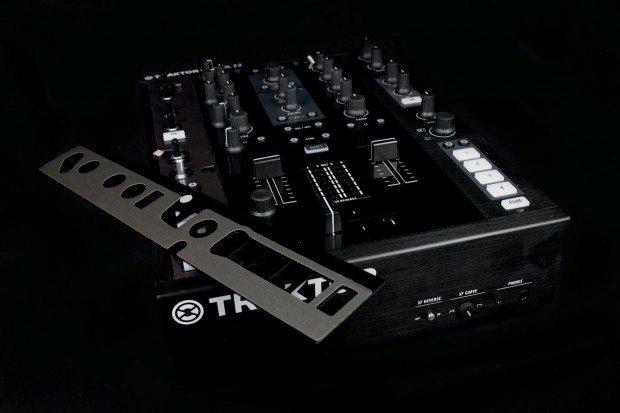Native Instruments Kontrol Z2 mixer (23)