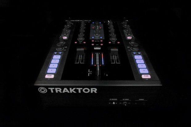 Native Instruments Kontrol Z2 mixer (3)