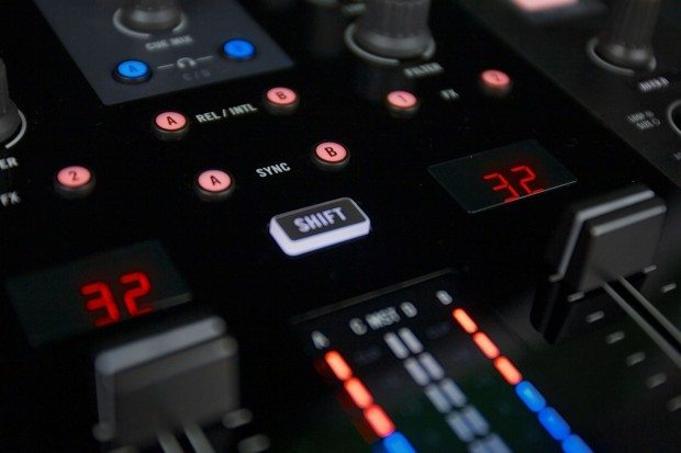 Native Instruments Kontrol Z2 mixer (5)