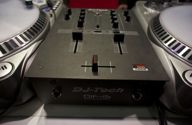 DJ Tech dif-1s scrarch Mixer Namm 2013 (1)