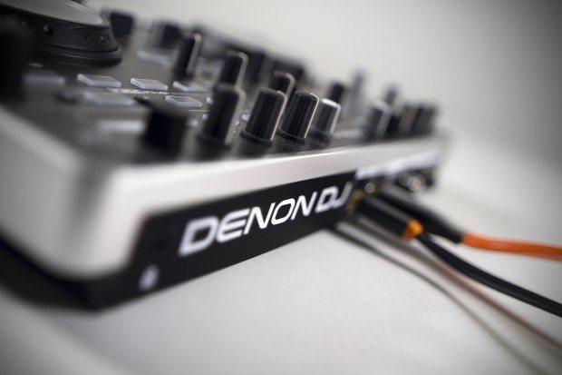 Denon DJ MC2000 Controller Serato DJ Intro (8)