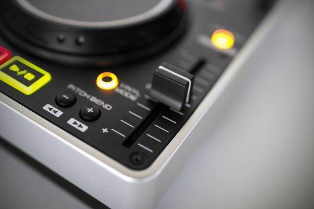 Denon DJ MC2000 Controller Serato DJ Intro (5)