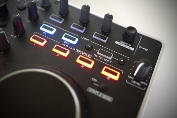 Denon DJ MC2000 Controller Serato DJ Intro (4)
