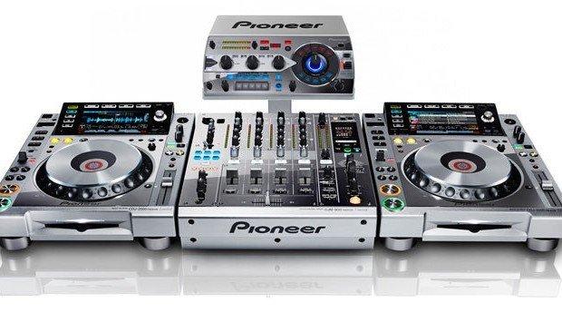 Pioneer CDJ-2000nxs-m DJM-900nxs-m RMX-1000-m Platinum limited edition (1)