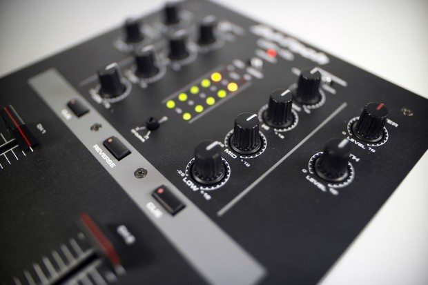 DJ Tech DIF-1S Scratch Mixer with mini innofader review (24)