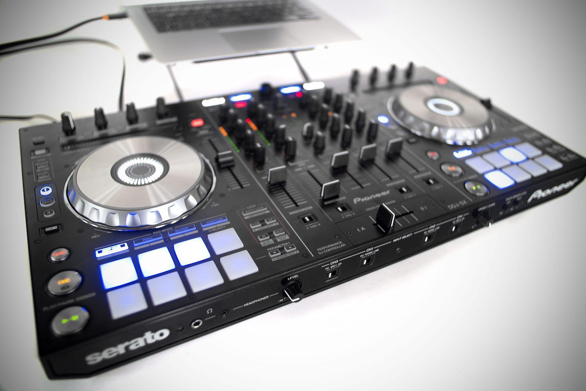 REVIEW: Pioneer DDJ-SX Serato DJ Controller   DJWORX