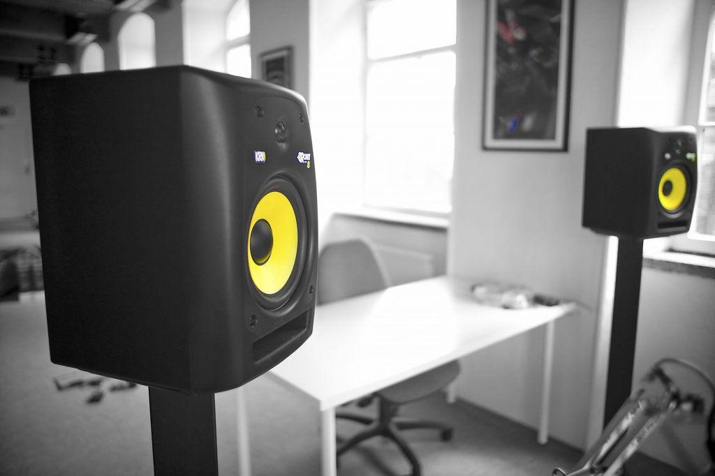 DJ studio monitor group test krk rokit 8