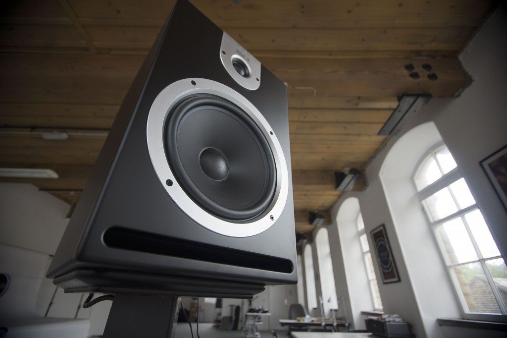 Reloop Wave 8 studio monitor review (7)