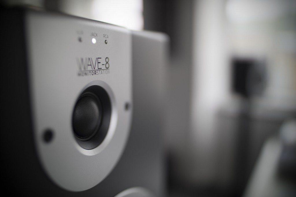 Reloop Wave 8 studio monitor review (12)