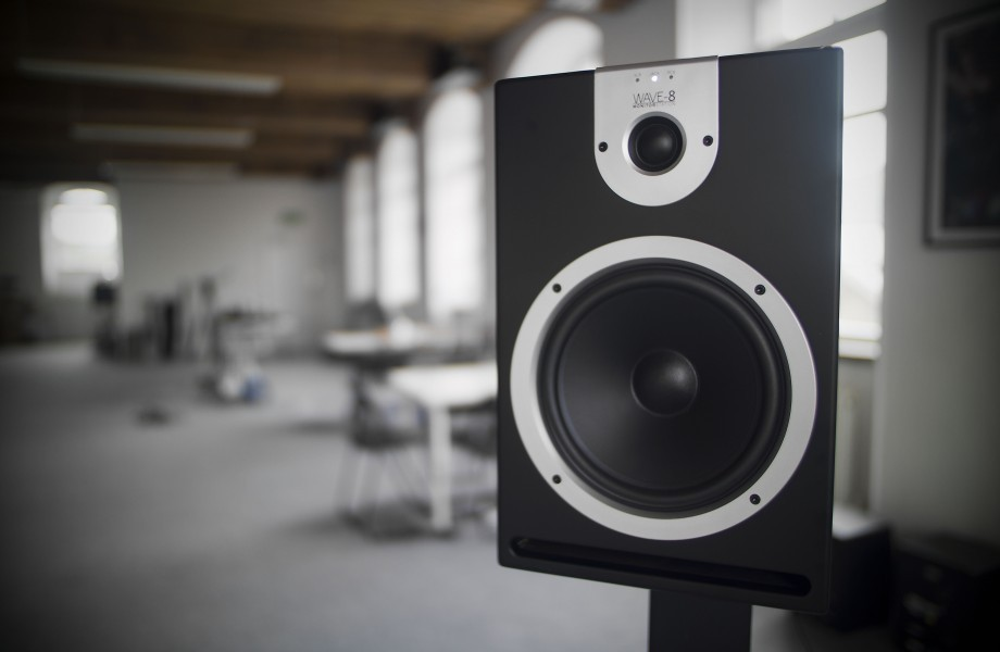 REVIEW: Reloop Wave 8 Studio Monitors