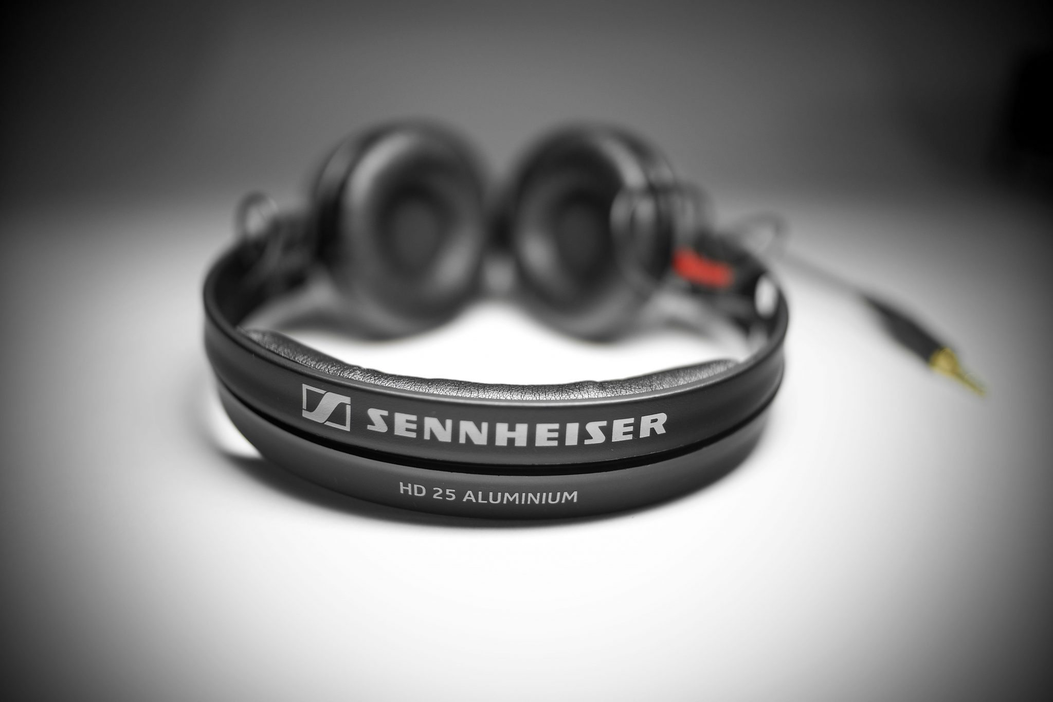 unboxing sennheiser hd 25 aluminium dj headphones djworx. Black Bedroom Furniture Sets. Home Design Ideas