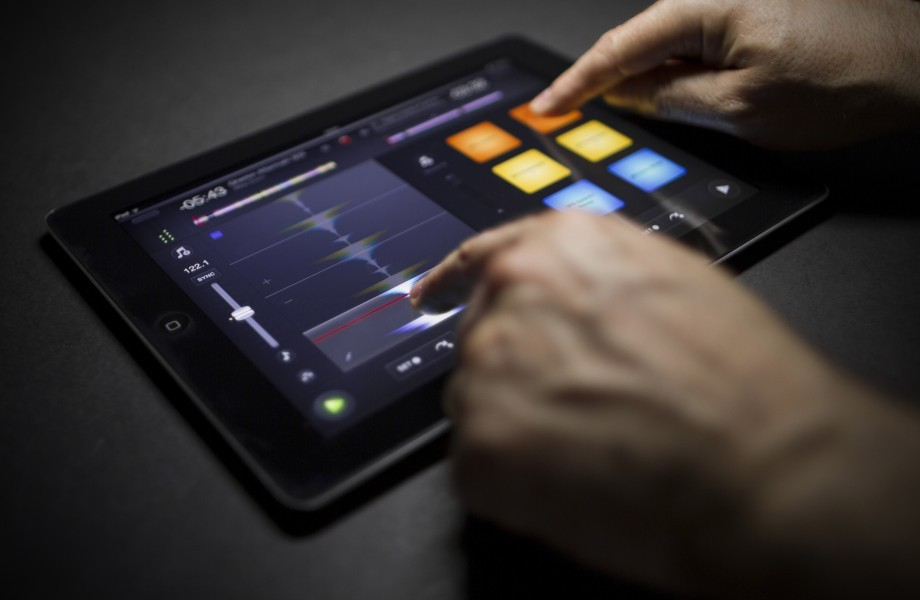 NEW: algoriddim djay 2 for iPad and iPhone