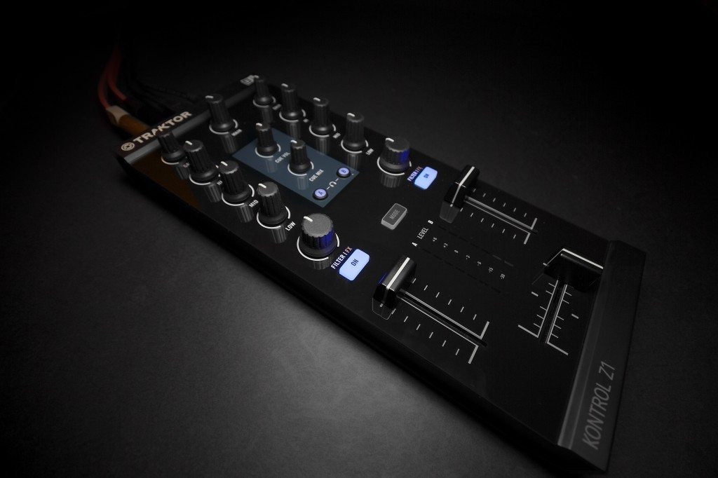 Native Instruments Traktor Kontrol Z1 DJ controller Review iOS iPad iPhone (16)