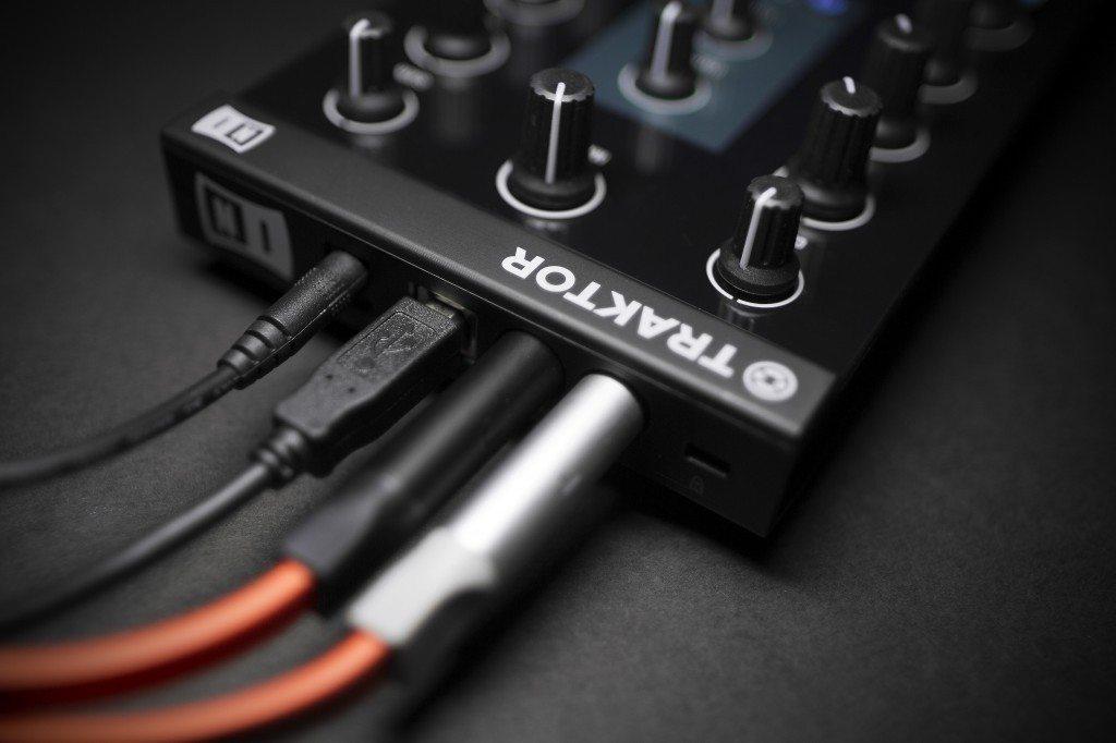Native Instruments Traktor Kontrol Z1 DJ controller Review iOS iPad iPhone (14)
