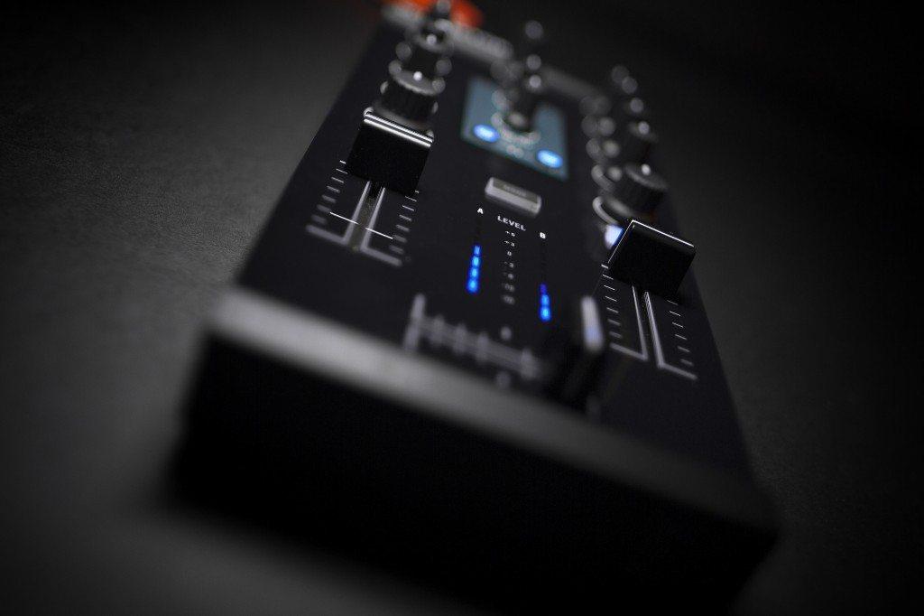 Native Instruments Traktor Kontrol Z1 DJ controller Review iOS iPad iPhone (17)