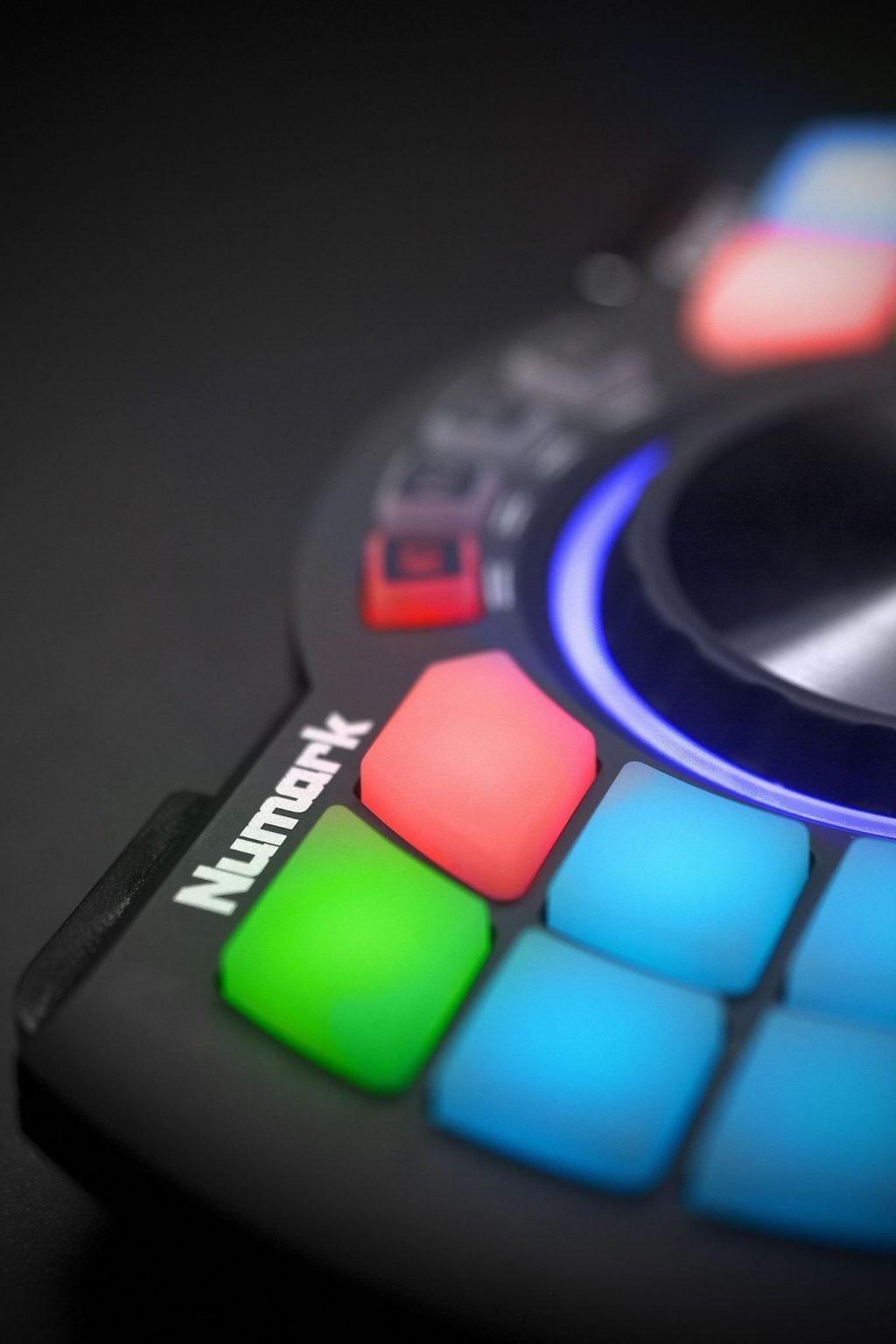 Numark Orbit wireless DJ handheld MIDI controller review (11)