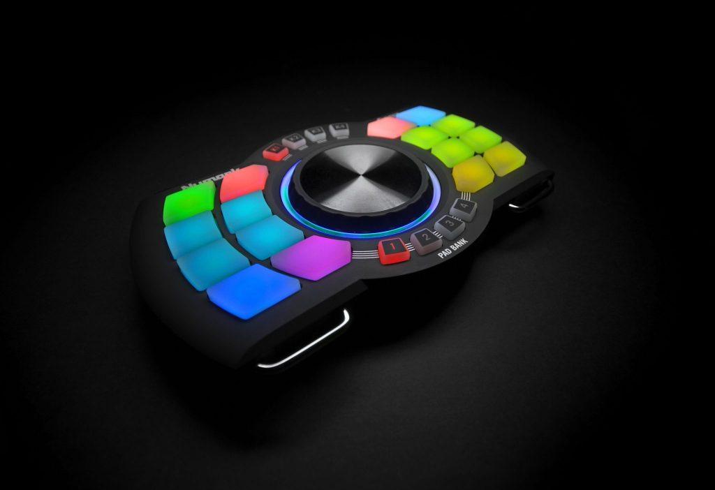 Numark Orbit wireless DJ handheld MIDI controller review (8)