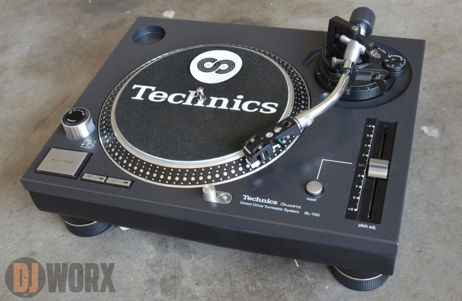 SPOTTED: 7″ Technics SL-700 turntable in the wild!