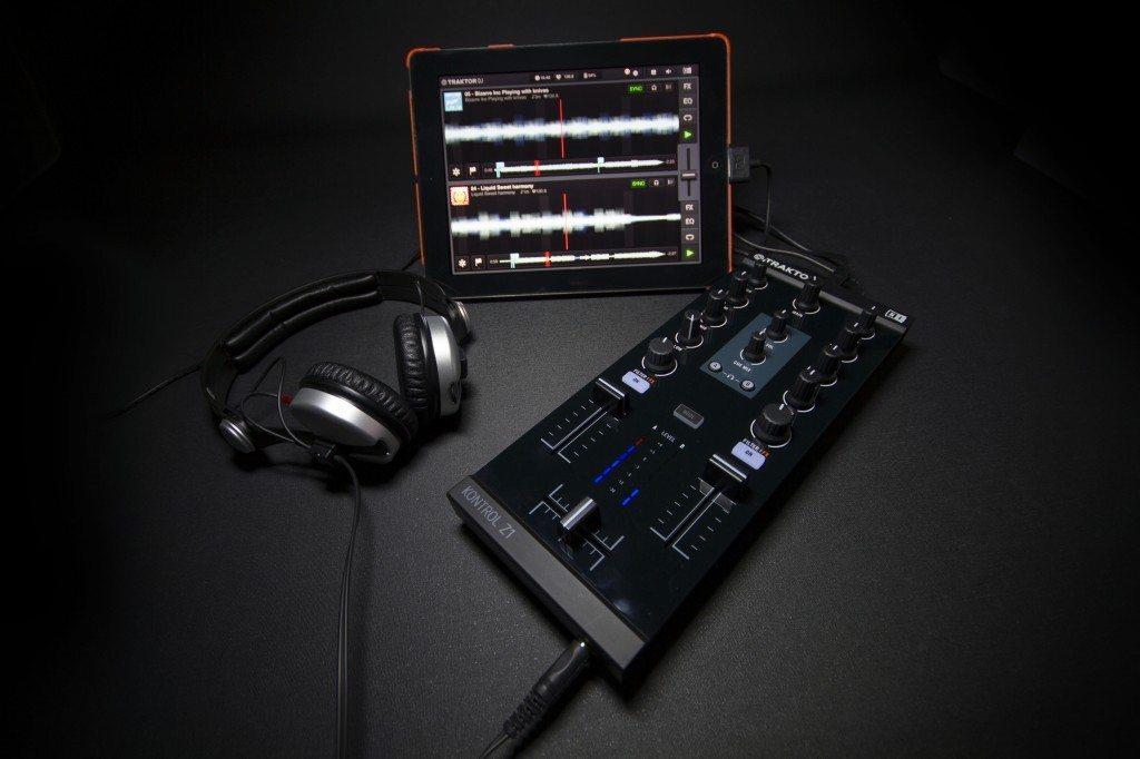Native Instruments Traktor Kontrol Z1 DJ controller Review iOS iPad iPhone (1)
