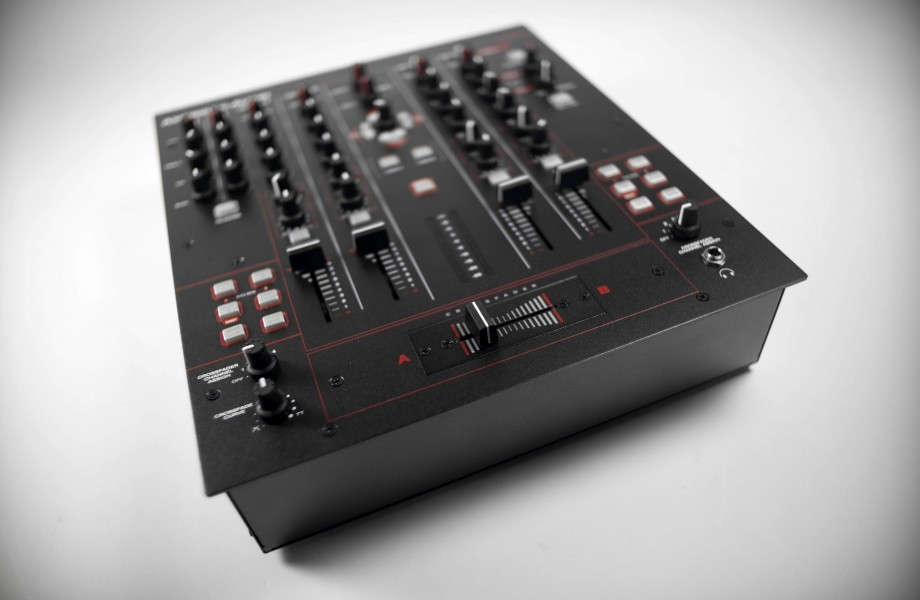 REVIEW: American Audio 14 MXR DJ mixer/controller