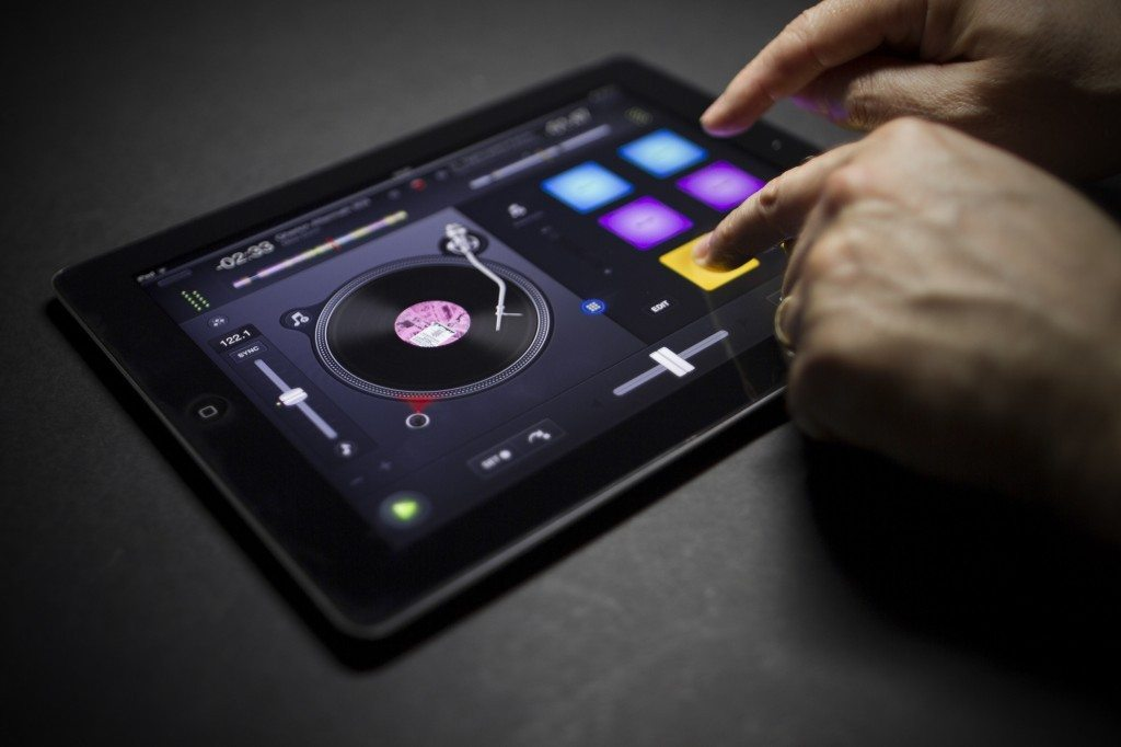 algoriddim djay 2.1 iPad qbert snoop dogg